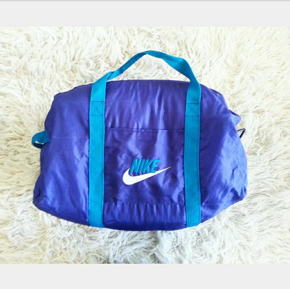 35da0718d9 NIKE Vintage Gym Duffle Nylon 90 s Tote Bag. M 5ae00cf950687c20090f6cb7